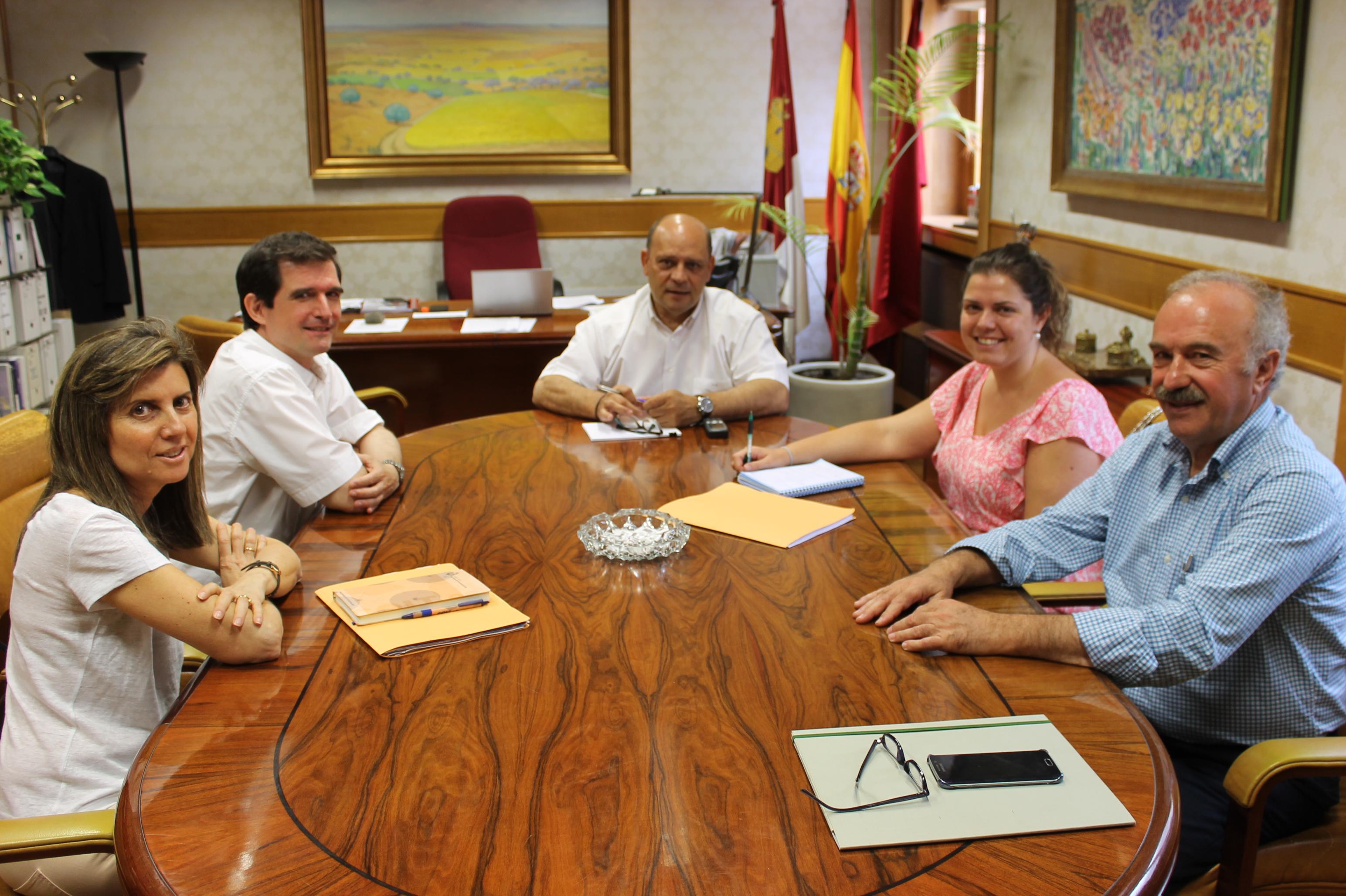 Reunión con el Vicepresidente de la Diputación provincial.